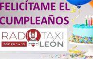Los taxistas de León felicitan a los peques durante el confinamiento