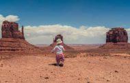 Un niño, 18 países y el viaje como juego. Así es el documental 'Hola, mundo'