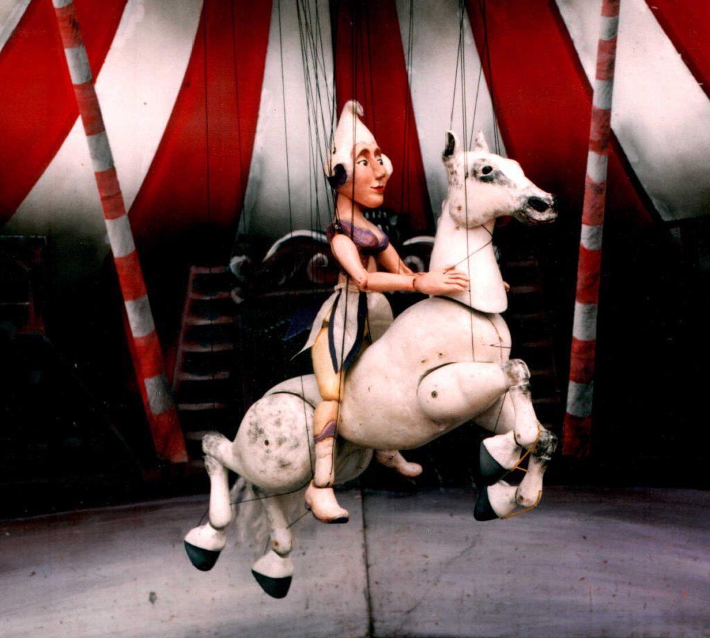 Circo de madera, de la compañía Karromato