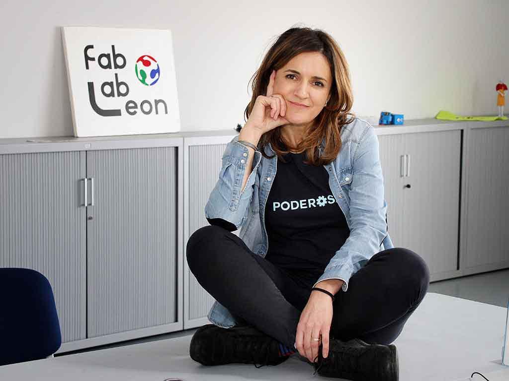 Nuria Robles, directora de Poderosas en Fab Lab León